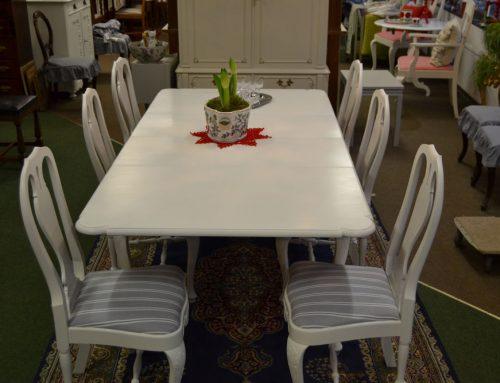 Matgrupp  Matbord + 7 stolar bondrokoko vitmålat