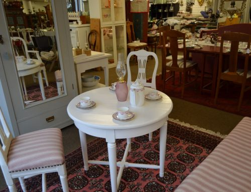 Salongsgrupp allmoge bord, soffa, stolar
