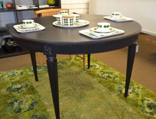 Svart matbord Gustaviansk stil