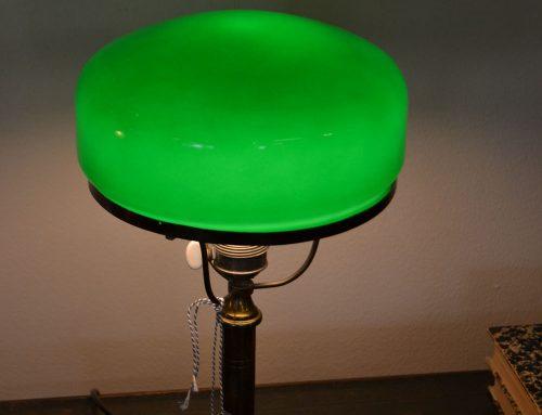 Strindbergslampa i mässing grön kupa