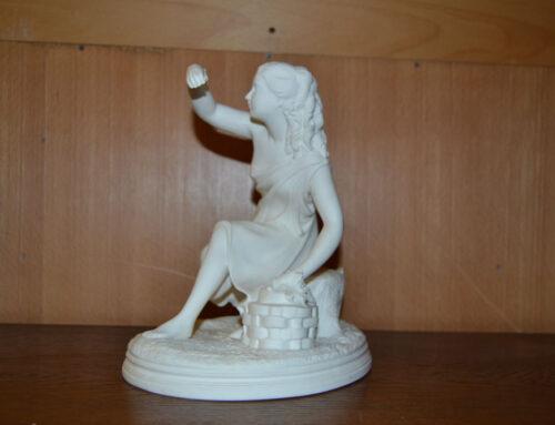 Parian figurin Gustavsberg Flickan med fjäril 18 – 1900 tal