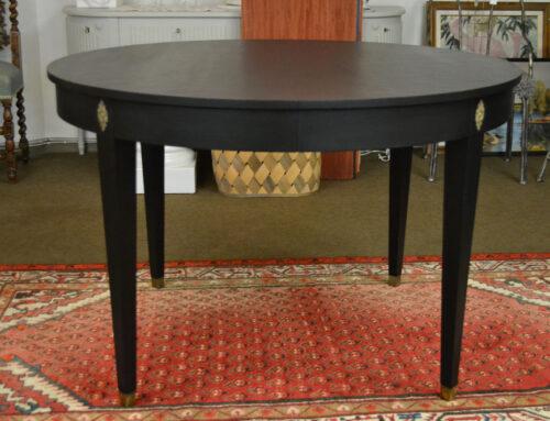 Matbord svärtat  i Gustaviansk stil