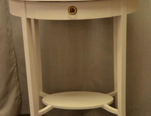Ovalt bord med låda