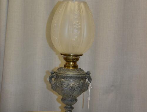 Fotogenlampa : Fot i zink, kupa i glas