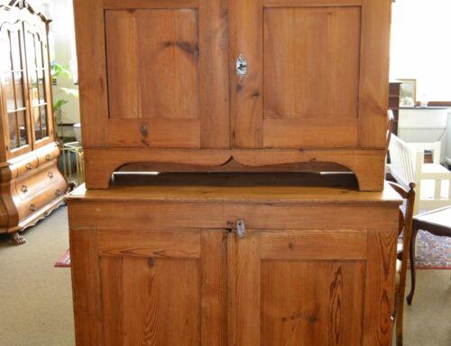 Allmogeskåp furu 2-delat  1800-tal