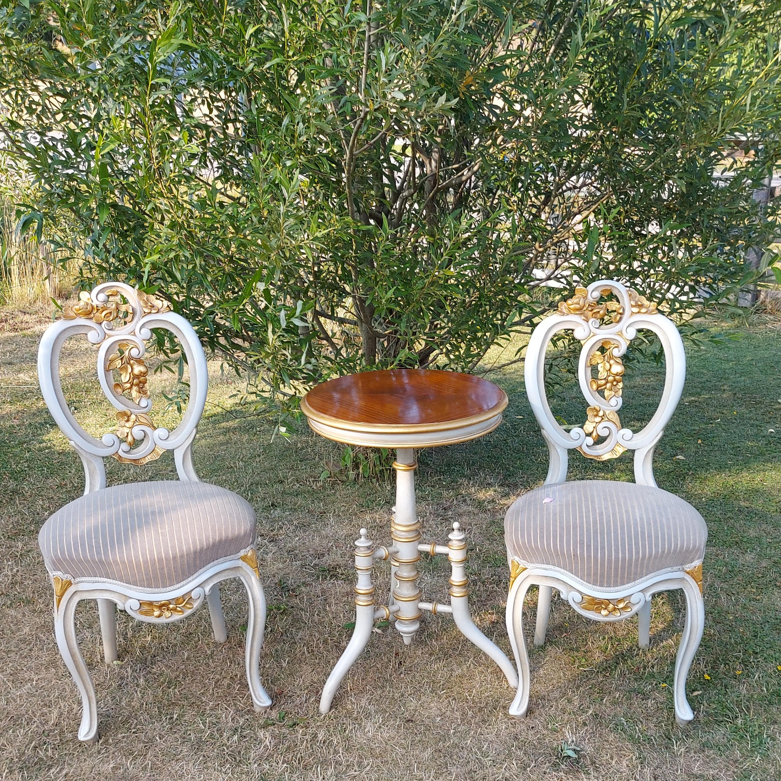 Stilgrupp 2 stolar & bord