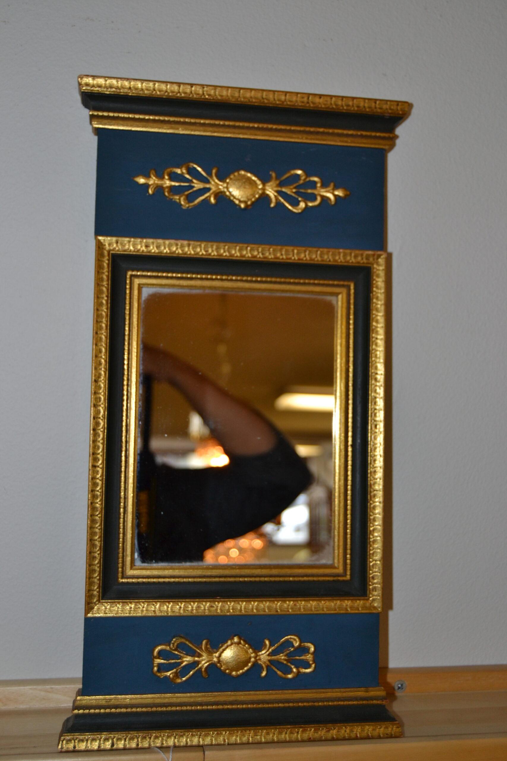 Liten spegel empirestil