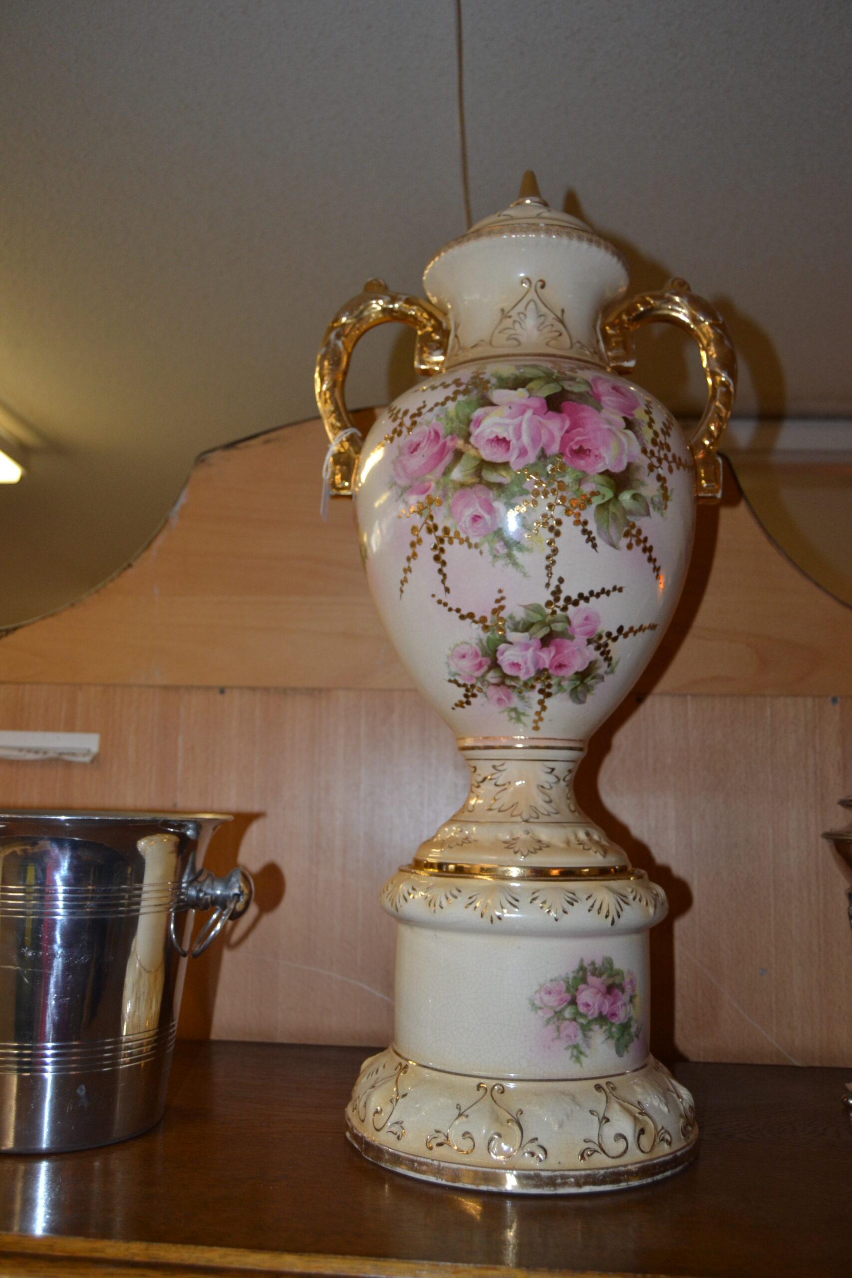 Romantisk lockurna på sockel 1800-tal