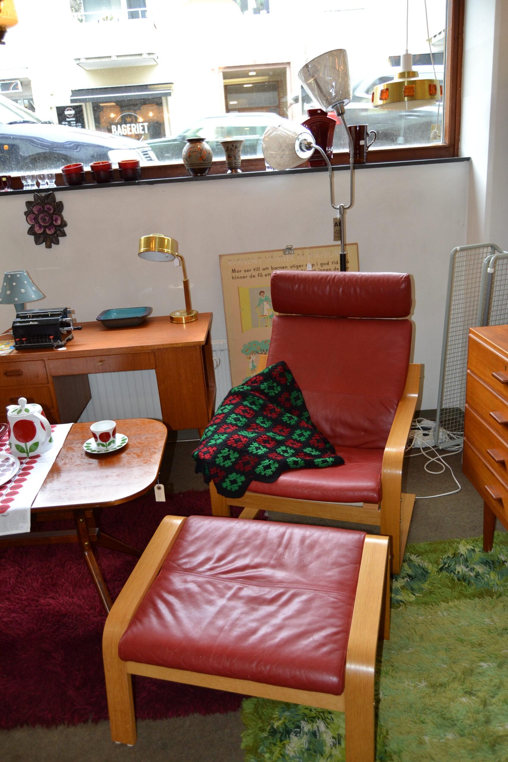 Fåtölj + fotpall rött skinn Ikea